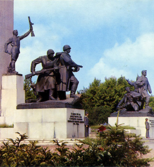 """Площадь Партизан в 1980 г. © из коллекции """"Брянск глазами разных поколений"""""""