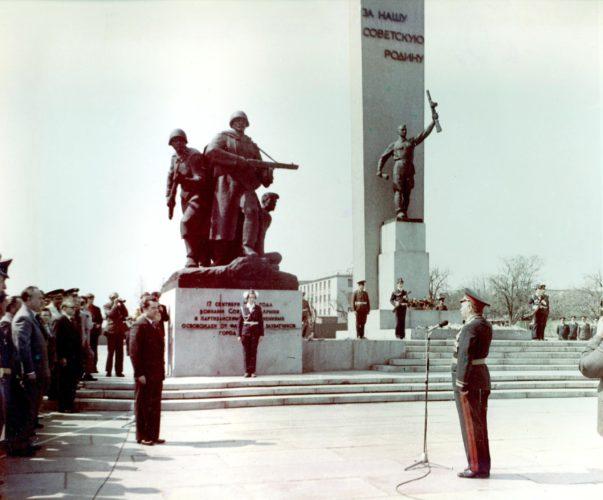Парад поколений, посвящённый 40-летию партизанского движения на Брянщине. 9 мая 1981 г. © фото И. Л. Демьянова