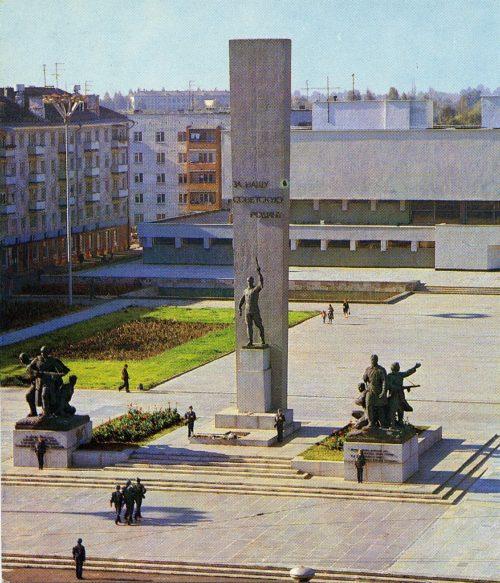 """Площадь Партизан в 1986 г. © из коллекции """"Брянск глазами разных поколений"""""""